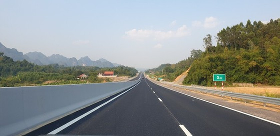 Bac Giang-Lang Son expressway opens to traffic ảnh 1