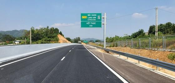 Bac Giang-Lang Son expressway opens to traffic ảnh 2