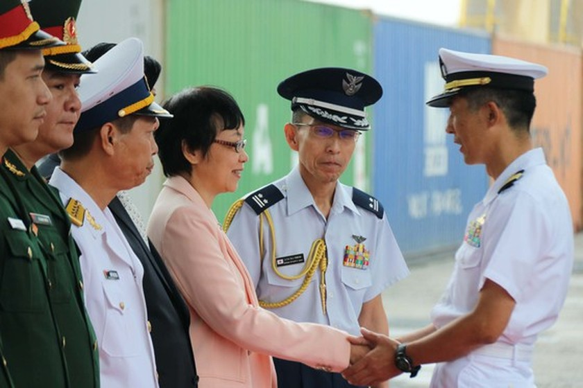 Japanese navy minesweepers arrive in Da Nang city ảnh 1
