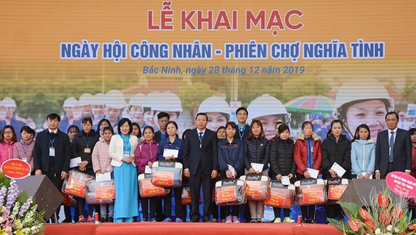 Bac Ninh province offers Tet gifts, free bus tickets to workers ảnh 2