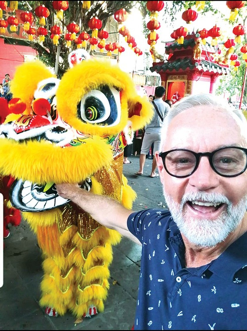 Foreigners enjoy Vietnam's traditional Tet holiday ảnh 3