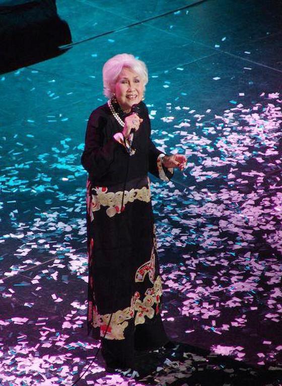Vietnamese music lovers bid farewell to veteran singer Thai Thanh ảnh 1