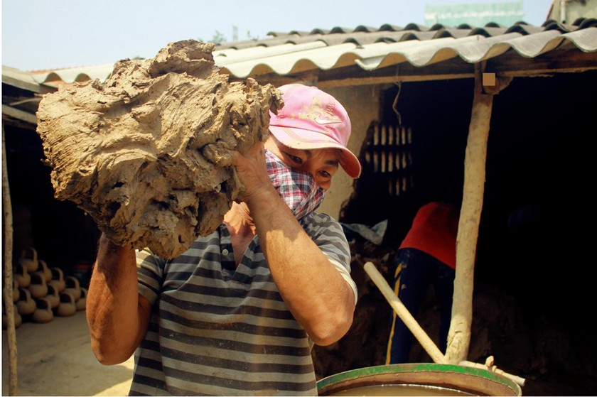 Trung Son Pottery Village, home of fine, unique clay pots ảnh 4