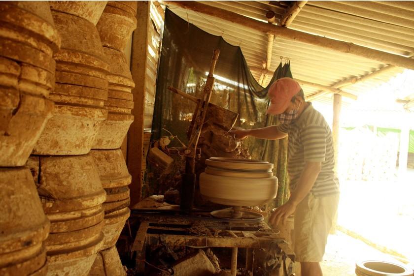 Trung Son Pottery Village, home of fine, unique clay pots ảnh 6