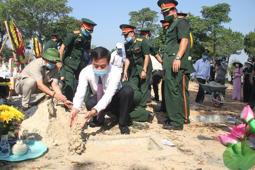 Quang Tri holds memorial service for remains of fallen soldiers in Laos ảnh 10