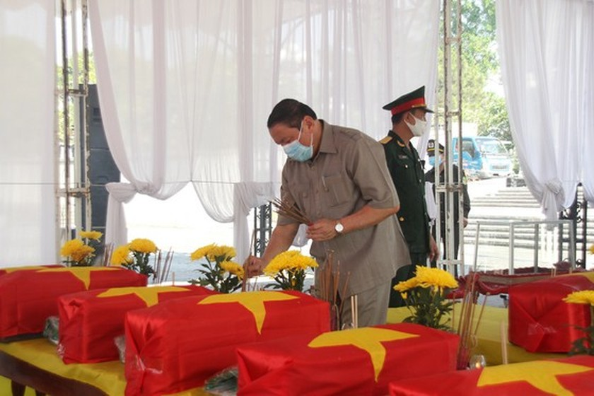 Quang Tri holds memorial service for remains of fallen soldiers in Laos ảnh 1