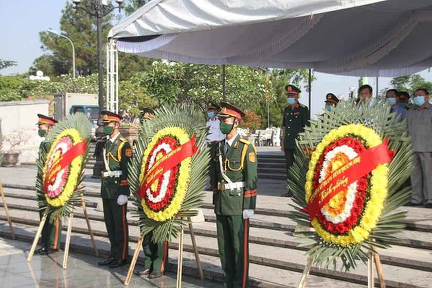 Quang Tri holds memorial service for remains of fallen soldiers in Laos ảnh 3