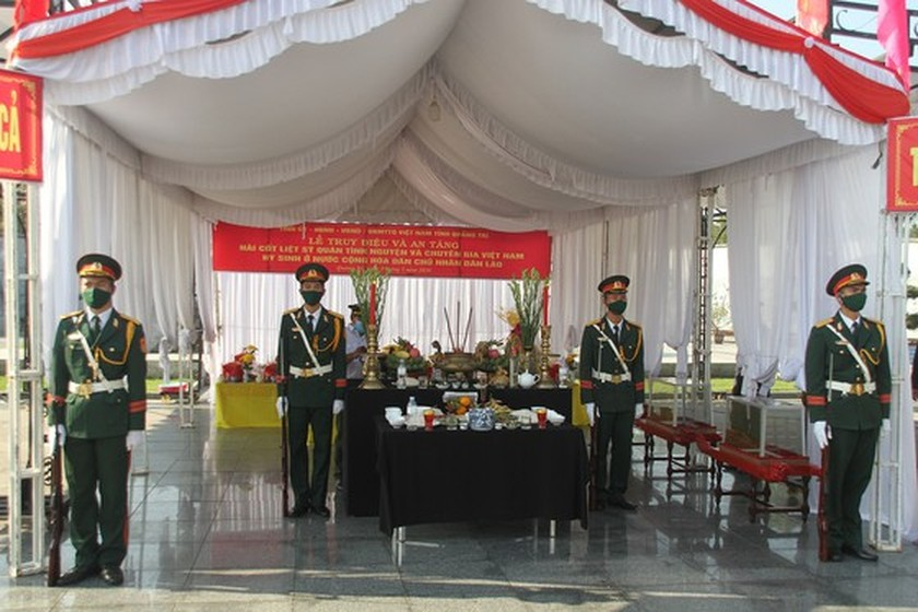 Quang Tri holds memorial service for remains of fallen soldiers in Laos ảnh 5