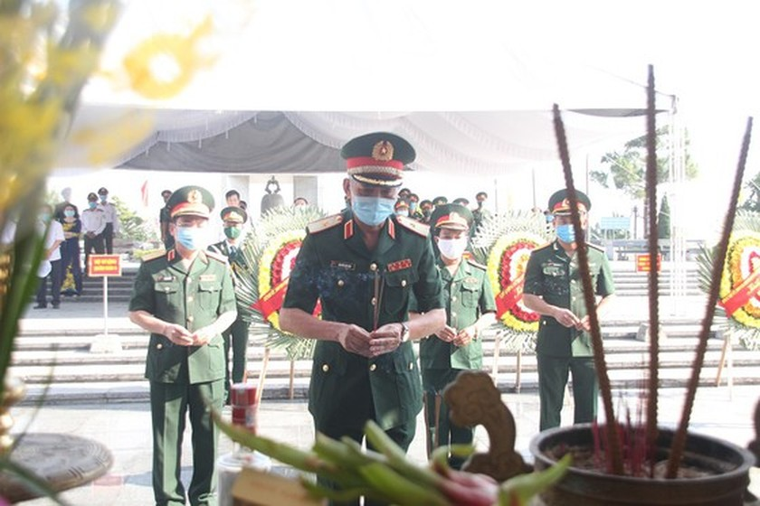 Quang Tri holds memorial service for remains of fallen soldiers in Laos ảnh 6