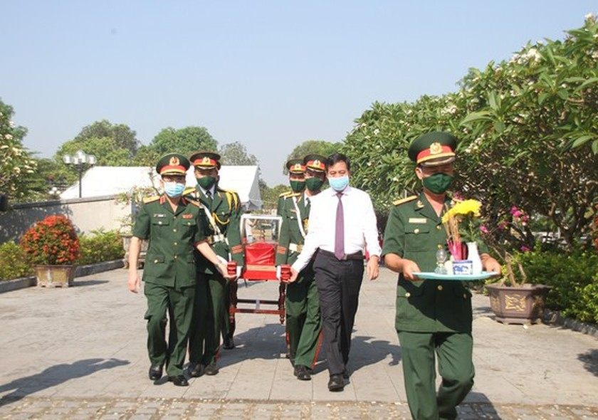 Quang Tri holds memorial service for remains of fallen soldiers in Laos ảnh 7