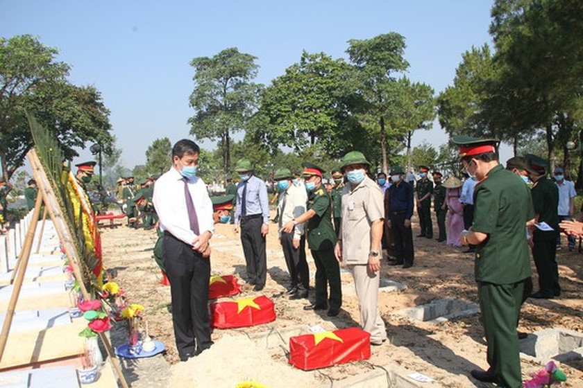 Quang Tri holds memorial service for remains of fallen soldiers in Laos ảnh 8