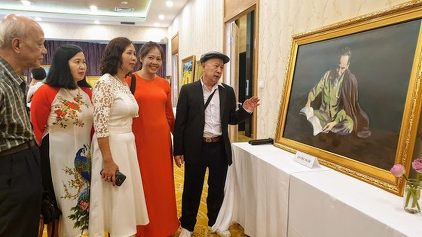Painting exhibition commemorates President Ho Chi Minh ảnh 2