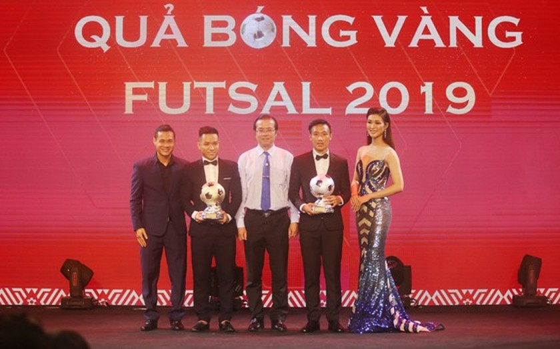 Do Hung Dung claims top honour at 2019 Vietnamese Golden Ball Awards ảnh 11