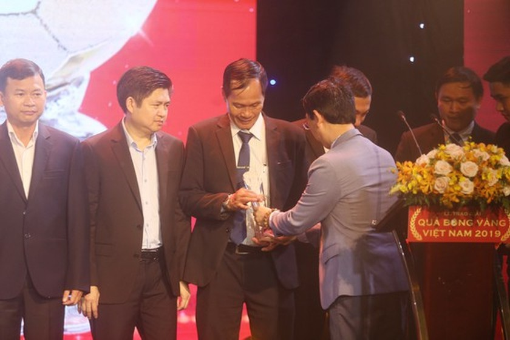 Do Hung Dung claims top honour at 2019 Vietnamese Golden Ball Awards ảnh 16