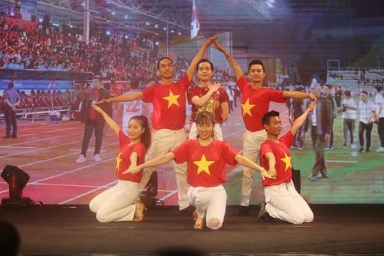 Do Hung Dung claims top honour at 2019 Vietnamese Golden Ball Awards ảnh 18