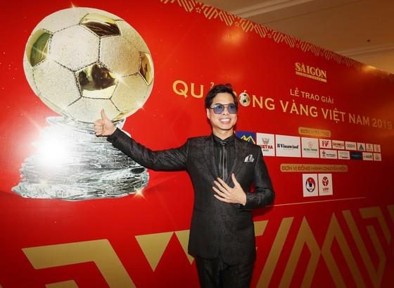 Do Hung Dung claims top honour at 2019 Vietnamese Golden Ball Awards ảnh 19