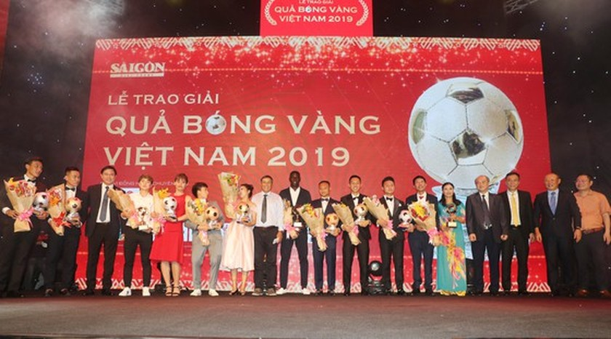 Do Hung Dung claims top honour at 2019 Vietnamese Golden Ball Awards ảnh 1