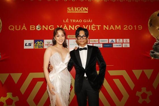 Do Hung Dung claims top honour at 2019 Vietnamese Golden Ball Awards ảnh 20