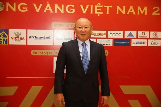 Do Hung Dung claims top honour at 2019 Vietnamese Golden Ball Awards ảnh 21