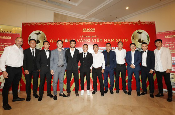 Do Hung Dung claims top honour at 2019 Vietnamese Golden Ball Awards ảnh 25