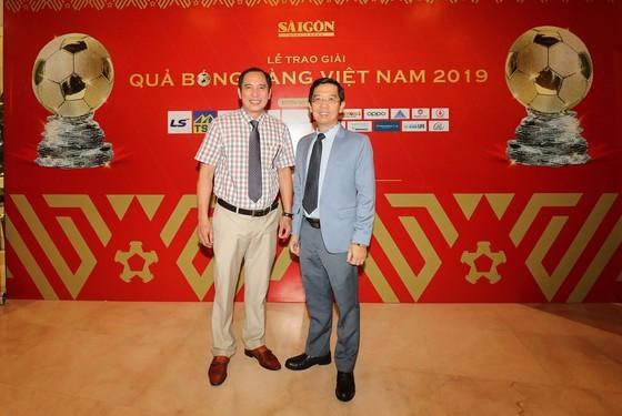 Do Hung Dung claims top honour at 2019 Vietnamese Golden Ball Awards ảnh 26