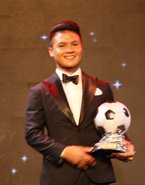 Do Hung Dung claims top honour at 2019 Vietnamese Golden Ball Awards ảnh 5