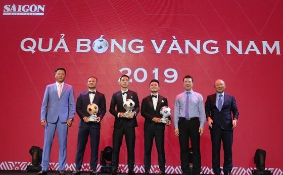 Do Hung Dung claims top honour at 2019 Vietnamese Golden Ball Awards ảnh 6