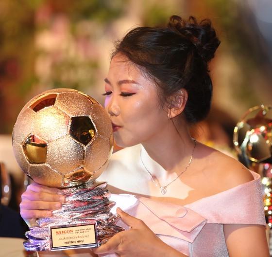 Do Hung Dung claims top honour at 2019 Vietnamese Golden Ball Awards ảnh 8