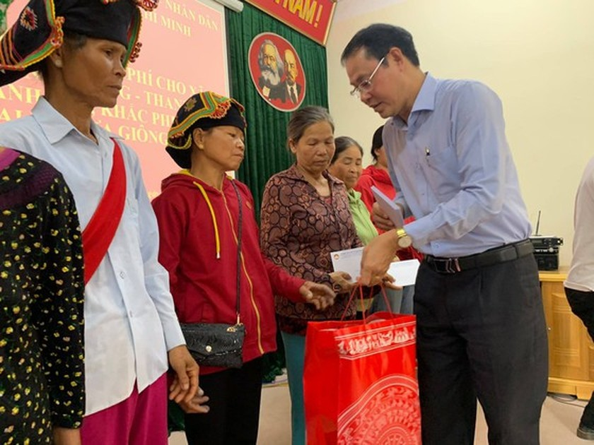 HCMC gives relief aid to victims of natural disaster in nothern provinces ảnh 1