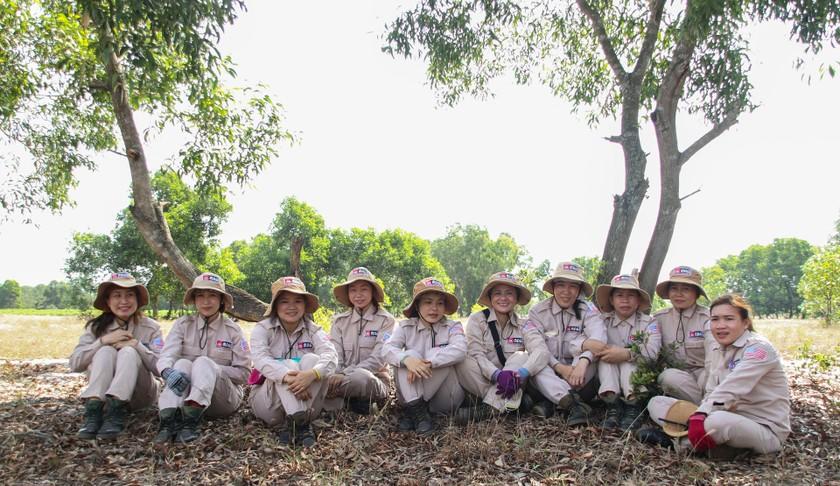 Vietnam's unique female team reclaims mine-contaminated land ảnh 14