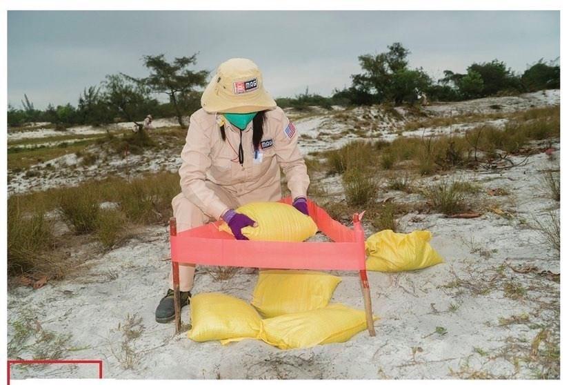 Vietnam's unique female team reclaims mine-contaminated land ảnh 7
