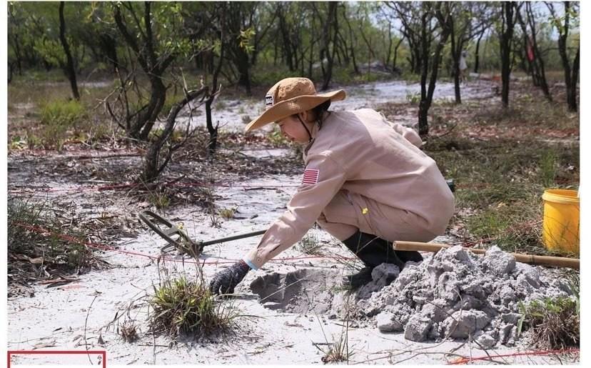 Vietnam's unique female team reclaims mine-contaminated land ảnh 6