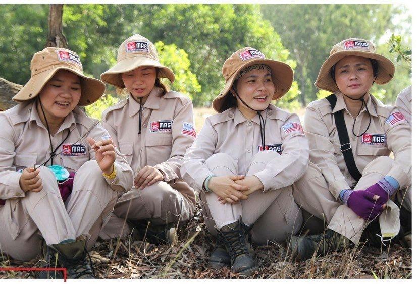 Vietnam's unique female team reclaims mine-contaminated land ảnh 11