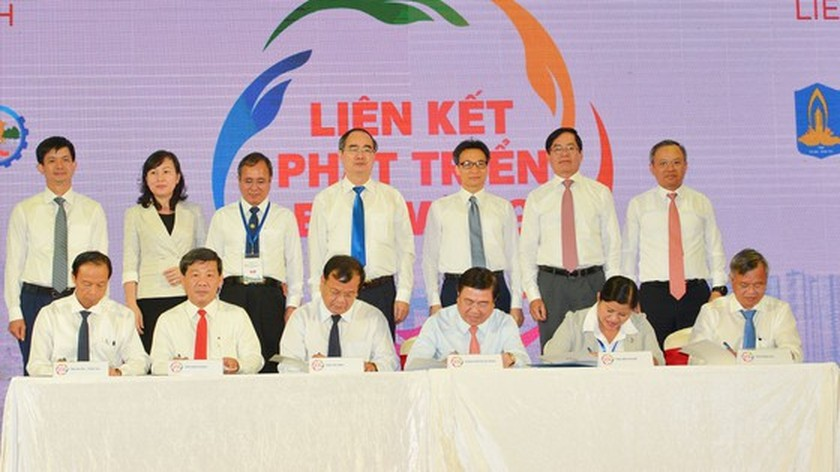 Southeast localities discuss measures to boost linkage in tourism development ảnh 4