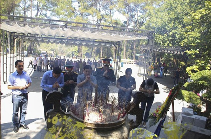 Crowds flock to Quang Tri, the land with fire and sword ảnh 12