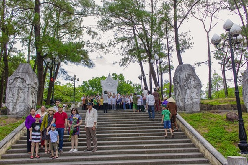 Crowds flock to Quang Tri, the land with fire and sword ảnh 15