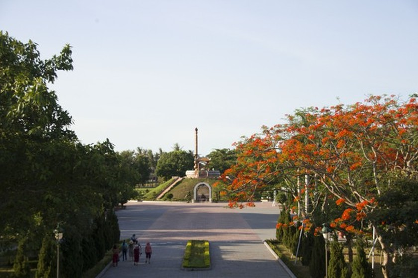 Crowds flock to Quang Tri, the land with fire and sword ảnh 16