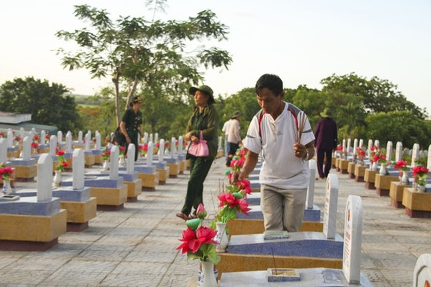 Crowds flock to Quang Tri, the land with fire and sword ảnh 9