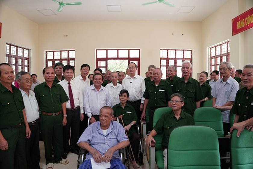 HCMC's Party, government, and people show gratitude to war invalids  ảnh 10