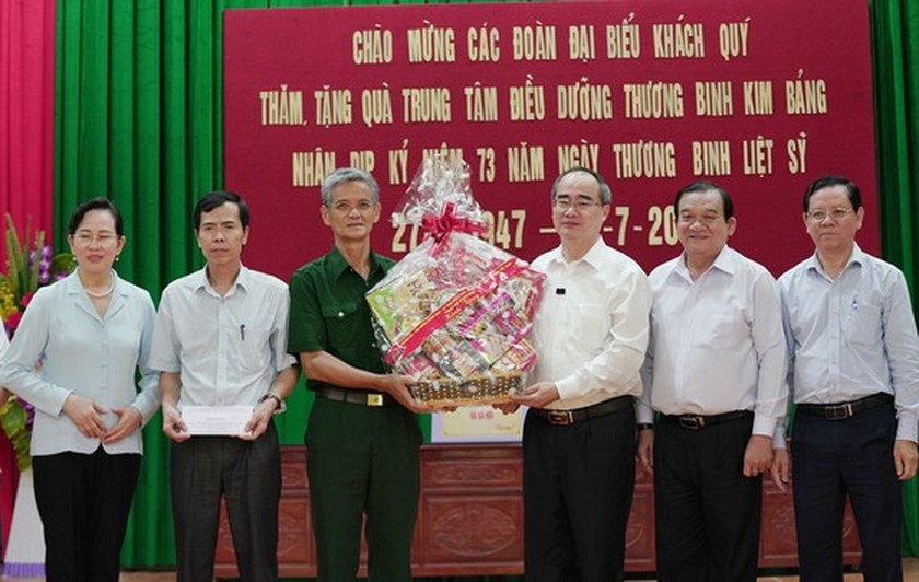 HCMC's Party, government, and people show gratitude to war invalids  ảnh 5
