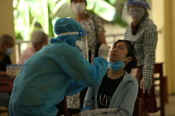 Da Nang provides COVID-19 tests for 760 stranded tourists ảnh 1