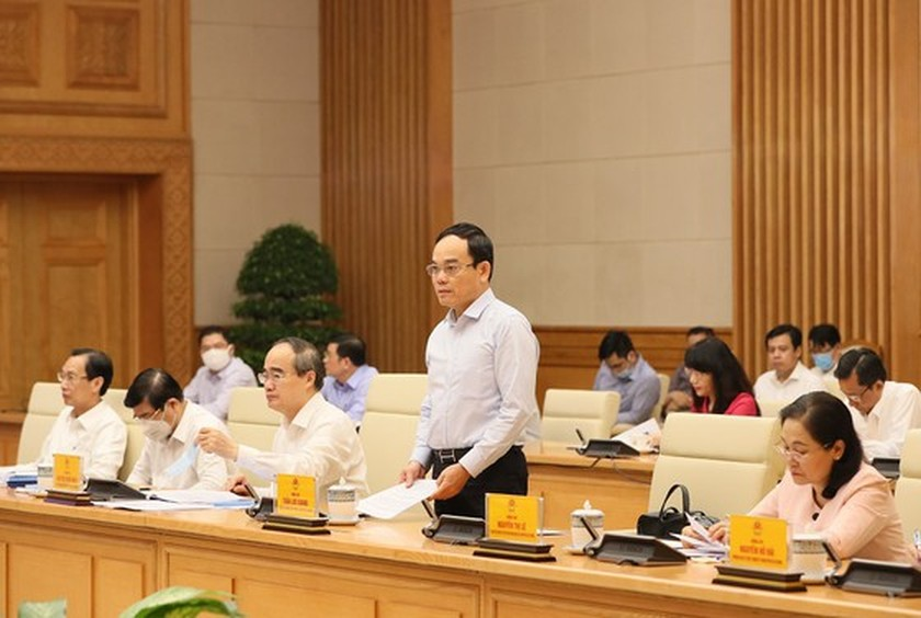 Government meeting debates draft report of 11th HCMC Party Congress  ảnh 3