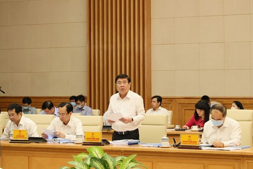 Government meeting debates draft report of 11th HCMC Party Congress  ảnh 4