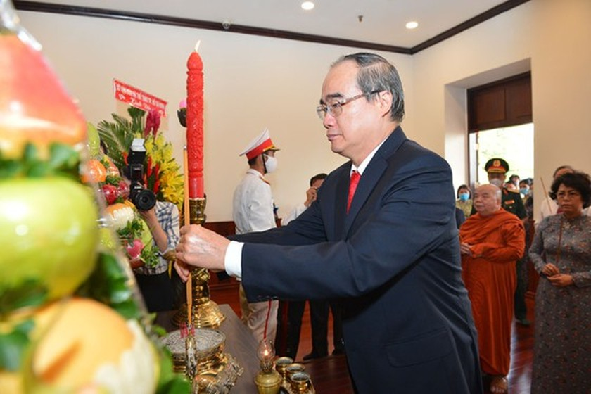 HCMC leaders express gratitude for late Presidents on National Day ảnh 2