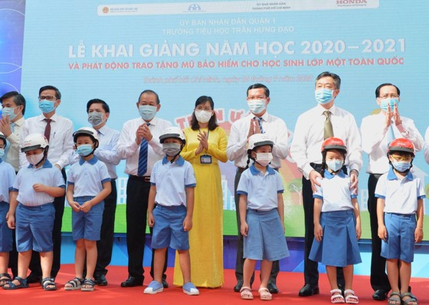 Deputy PM launches action month for traffic safety for students to go to school ảnh 3