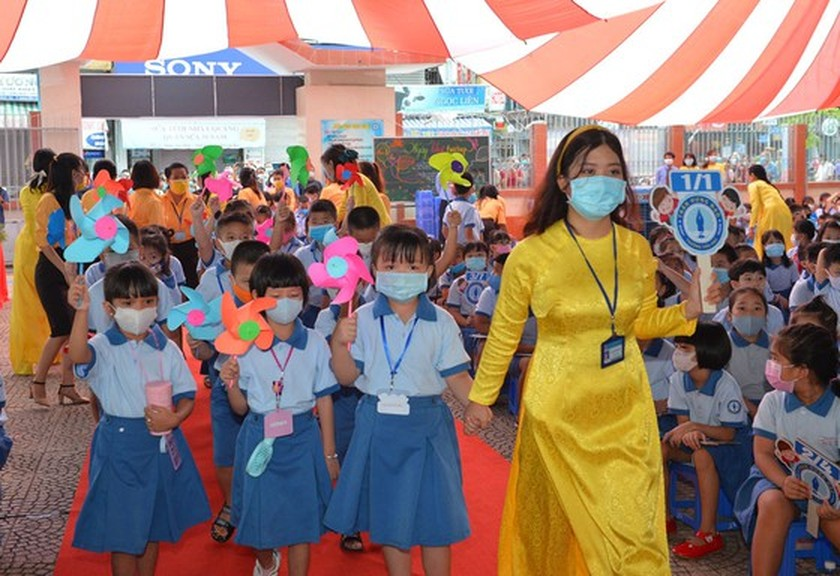 Deputy PM launches action month for traffic safety for students to go to school ảnh 5