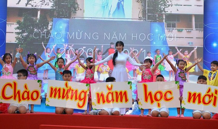 Deputy PM launches action month for traffic safety for students to go to school ảnh 6