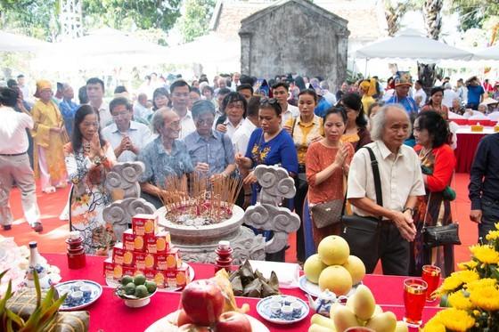 Ha Tinh celebrates great poet Nguyen Du's death anniversary ảnh 10