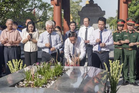 Ha Tinh celebrates great poet Nguyen Du's death anniversary ảnh 2