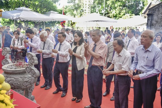 Ha Tinh celebrates great poet Nguyen Du's death anniversary ảnh 3